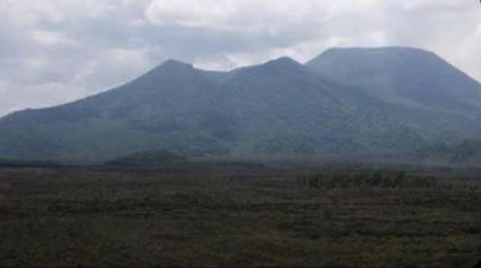 DRC: Bibeshye ku myotsi y'abatwikaga amakara batangaza ko Nyamuragira yarutse